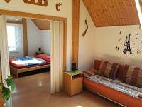 obývací pokoj s rozkládacím gaučem - apartmán ubytování Hrubá Skála - Doubravice