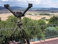 dalekohled na pozorování krajiny