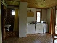 Kuchyňka, sprchový kout - pronájem chaty Mladějov