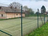tenisový kurt 300 m od penzionu - Holín