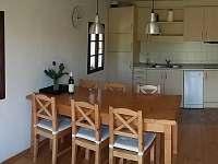 Kuchyň - vše potřebné pro vaření i stolování