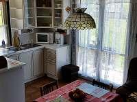 vybavený kuchyňský kout