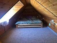 ložnice v podkroví - chalupa k pronajmutí Drahotice