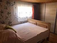 ložnice v přízemí 2 - chalupa k pronájmu Drahotice