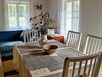 Jídelní stůl - chalupa k pronajmutí Dolánky u Turnova - Vazovec