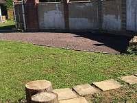 Parkoviště - pronájem chaty Ohařice