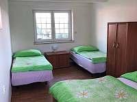 Spodní ložnice - chata k pronájmu Ohařice