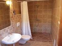V Hradu - jedna z koupelen - chalupa k pronajmutí Rovensko pod Troskami