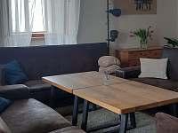 V Hradu obývací prostor - chalupa k pronajmutí Rovensko pod Troskami