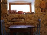 V Hradu - posezení v menší kuchyni - Rovensko pod Troskami