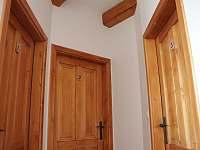 V Hradu - vstup do ložnic - Rovensko pod Troskami
