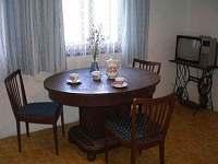 Kuchyň - chalupa k pronájmu Hrdoňovice pod Troskami