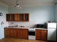 Kuchyň - chalupa k pronajmutí Hrdoňovice pod Troskami