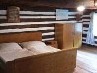 Roubený pokoj 2 lůžka - chalupa k pronajmutí Hrdoňovice pod Troskami