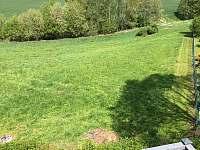 Výhled z terasy na vrch Kozakov