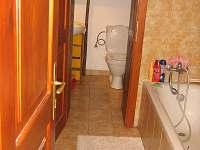 Koupelna a WC - pronájem chalupy Syřenov
