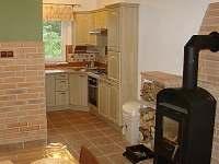 Kuchyň s obývacím pokojem - chalupa k pronajmutí Doubrava - Hořice