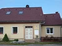 Pohled na chalupu - příjezd - k pronájmu Doubrava - Hořice