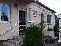 Vchod do domu ze zahrady - chalupa k pronajmutí Doubrava - Hořice