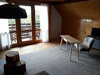 obývací pokoj s balkonem apartmán Stav