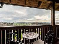 Kuřáckou pohodu si můžete užít třeba na balkoně.