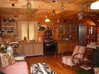 Kuchyn a obyvak - chalupa k pronájmu Malá Skála