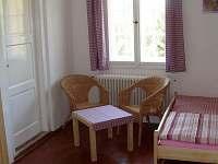 vínová ložnice v patře(průchozí) - manž. dvojlůžko