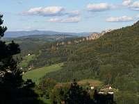 Pohled na Suché skály a Krkonoše
