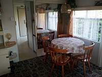 obývací pokoj - chata k pronajmutí Leština
