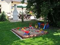Vybavení zahrady - pískoviště - apartmán k pronajmutí Ktová