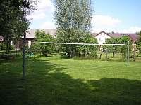 Vybavení zahrady - travnaté hřiště - pronájem apartmánu Ktová