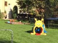 Zahrada - pro děti - apartmán k pronajmutí Ktová