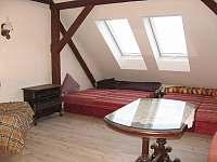 1. podkrovní apartmán pro 4 osoby - chalupa k pronajmutí Uhlíře