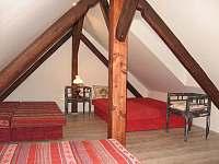 3. podkrovní apartmán pro 8 osob - chalupa k pronájmu Uhlíře