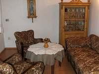 menší obývací místnost - pronájem chalupy Vidochov