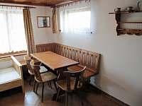 Společenská místnost - pronájem chaty Dřevěnice