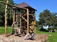 Dětské hřiště děti milují - chalupa ubytování Chuchelna - Lhota
