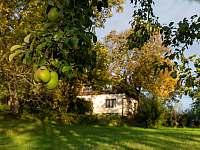 Když začíná podzim, tak je u nás také krásně. - chalupa k pronájmu Chuchelna - Lhota