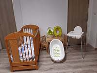 pro nejmenší návštěvníky: 2 postýlka, 2x jídelní židlička, vanička, nočník, .... - chalupa k pronájmu Olešnice - Pohoří
