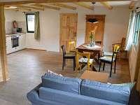 Obývací pokoj s jídelnou - chata ubytování Malá Skála