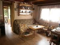 obývák s jídelnou - chata k pronájmu Tužín