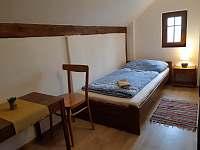 třílůžkový pokoj 1.patro - pronájem apartmánu Radvánovice