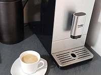 Automatický kávovar na presso - v ceně i káva - chalupa k pronájmu Doubravice