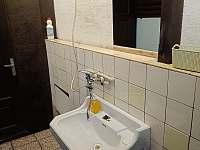 Koupelna s WC Hanča - chata k pronájmu Branžež