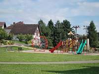 Dětské hřiště s inlineovou dráhou