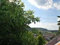 Pohled z okna - pronájem chalupy Koberovy