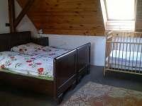 Ložnice s dětskou postýlkou, č.p. 2 - část A - chalupa k pronájmu Karlovice část Svatoňovice