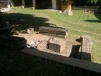 Ohniště s pohledem do dvora - chalupa ubytování Karlovice část Svatoňovice