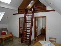 obývací pokoj a tři ložnice