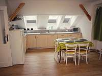 kuchyň v apartmánu s balkónem - k pronajmutí Turnov